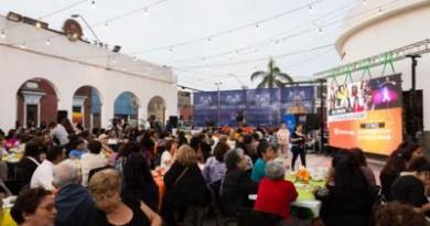 """Con teatro comunitario """"Mujeres en Escena"""" ariqueñas fueron homenajeadas"""