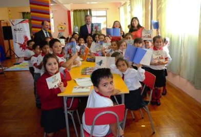 Niños de la region reciben Set Leo Primero