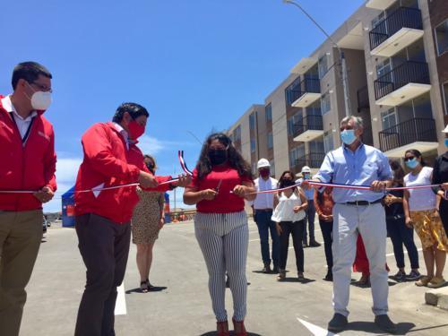 128 familias recibieron las llaves de sus nuevos departamentos en Arica