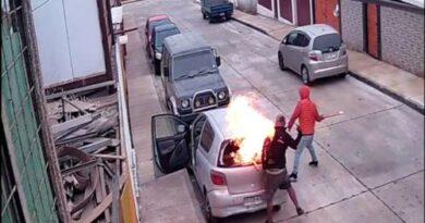 Detenido sujeto acusado de incendiar automovil