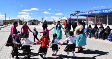 Trabajadoras de jardines infantiles se capacitan en lengua y música aymara